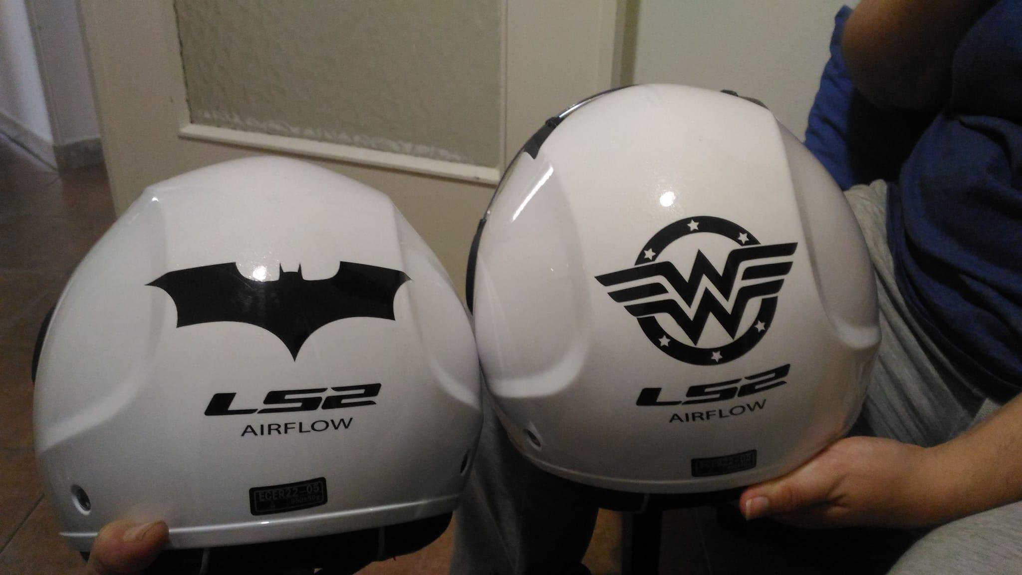 adesivi prespaziati su casco